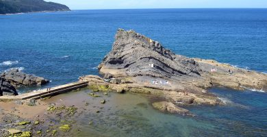 Playa Aritxatxu en Bermeo