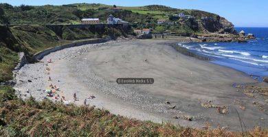 Playa Arnao en Castrillón