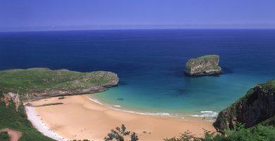 Playa Ballota en Llanes