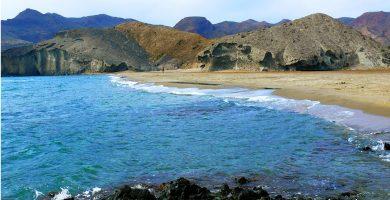 Playa Cala de la Media Luna en Níjar