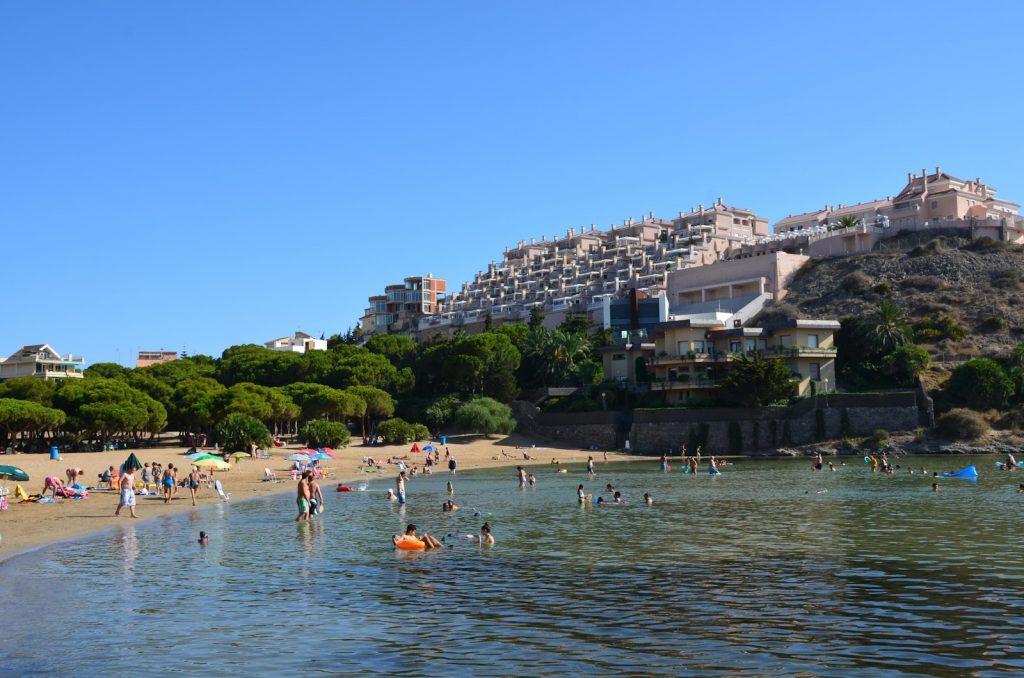 ▷ Playa Cala del Pino en Nerja | La MEJOR Guía 【2020】