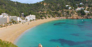Playa Caló d'En Serra en Sant Joan de Labritja