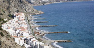 Playa Castillo de Baños en Polopos