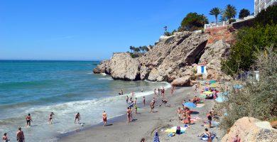 Playa El Carabeo en Nerja