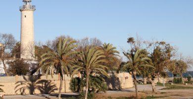 Playa El Far de Sant Cristófol en Vilanova i la Geltrú