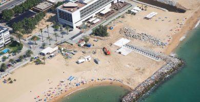Playa Els Tres Micos en Caldes d'Estrac