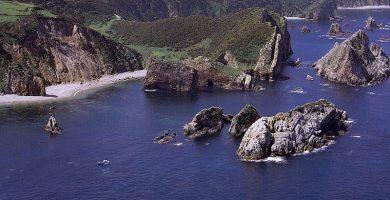 Playa La Barquera en Cudillero