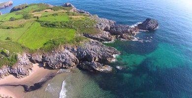 Playa La Huelga en Llanes