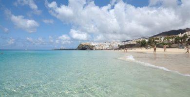 Playa La Perola en Roses