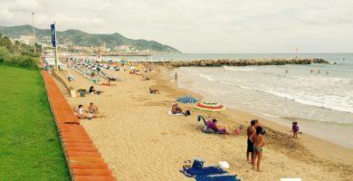 Playa La Riera Xica en Sitges
