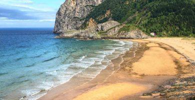 Playa Laga en Ibarrangelu