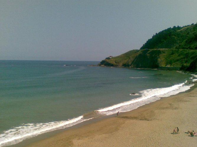 Playa Lapari en Deba