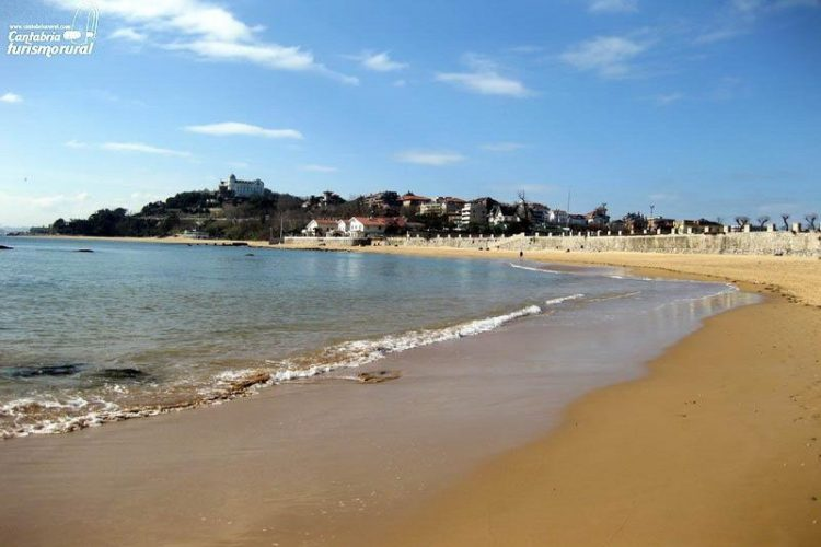 Playa Los Bikinis en Santander