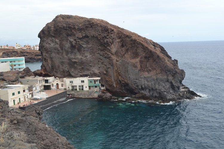 Playa Los Roques en San Juan de la Rambla