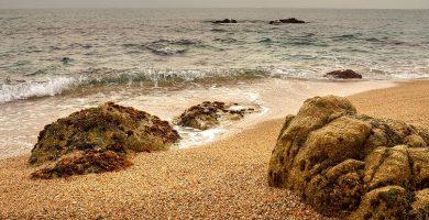 Playa Roques Blanques en Sant Pol de Mar