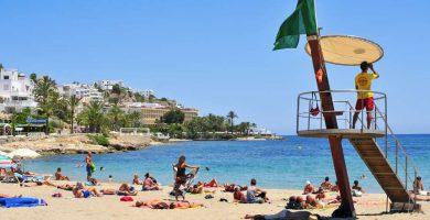 Playa Ses Figueretes en Eivissa