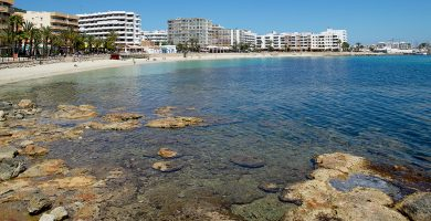 Playa Ses Roquetes en Santa Eulalia del Río